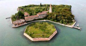 Остров Повелья, Италия