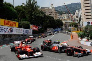 Гран-при Монако – одна из самых престижных гонок в чемпионате Формулы-1, проводящаяся на городской трассе Монте-Карло в княжестве Монако. История гонки началась в 1929 году, когда в княжестве прошли первые независимые состязания подобного рода. Как этап чемпионата Формулы-1 гонка впервые состоялась в 1950 году, и остается ею по настоящее время. Трасса гонки проходит непосредственно по узким извилистым улицам Монте-Карло, это единственная трасса Формулы-1, проложенная по городским улицам. Её длина - более 260 км, пилоты делают 78 кругов со средней скоростью 152 км/ч. Билеты на гонку можно купить непосредственно перед Гран-При в специальных киосках, расположенных у трассы, но можно заказать их он-лайн.
