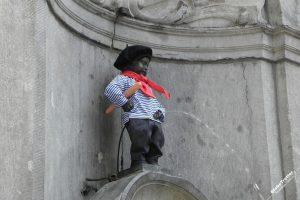 «Писающий мальчик» в Брюсселе