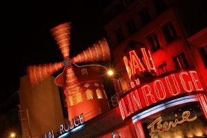 Кабаре «Мулен Руж» в Париже
